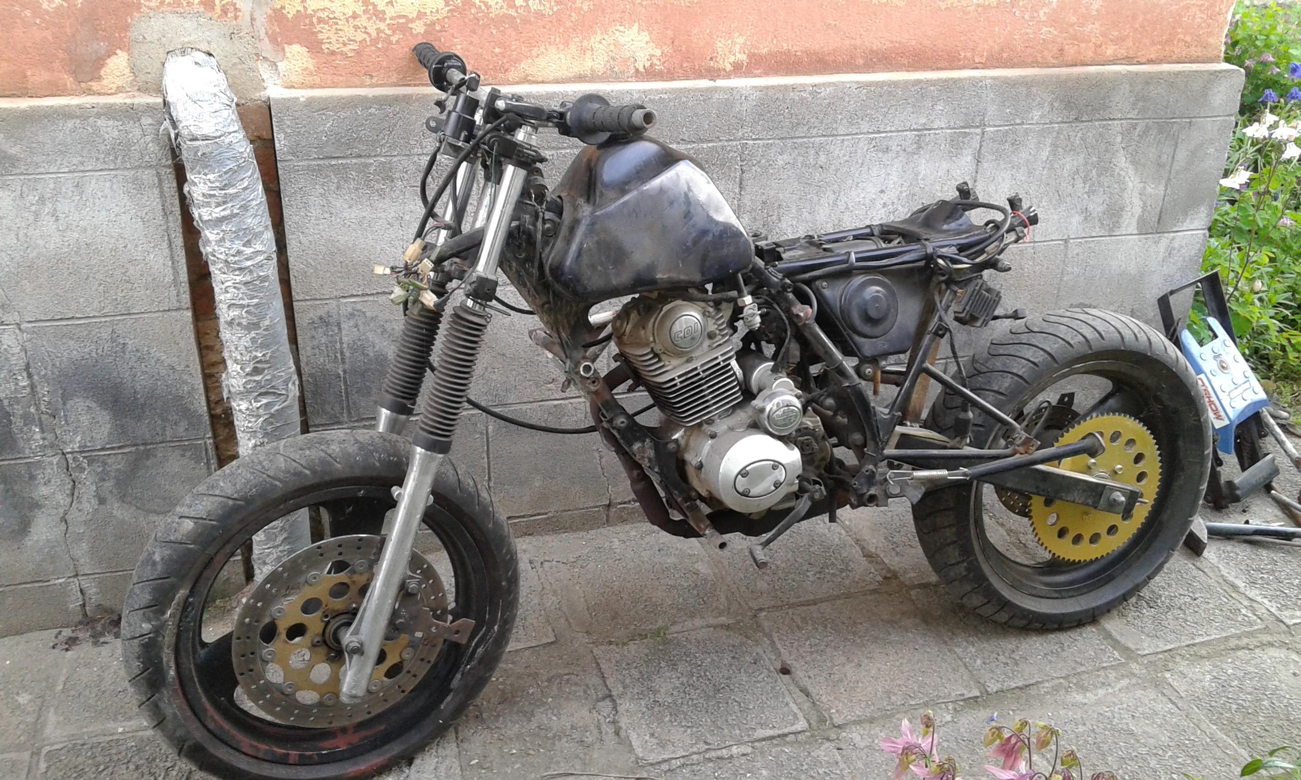 enduro to cafe racer 125 custom design moto kustoms. Black Bedroom Furniture Sets. Home Design Ideas