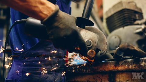 Мото Къстъмс-разрязване на метал-стомана-флекс-Sparky machine