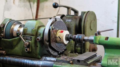 Мото Къстъмс-изрязване на отвор за динамо-струг-Simonet DZ450